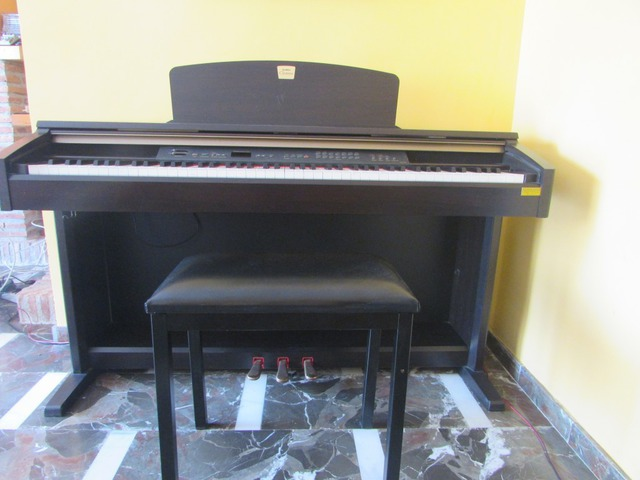 Se vende piano digital clavinova
