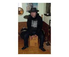 Músico de cajón, profesional, se ofrece para acompañar a guitarrista, pianista,violin...